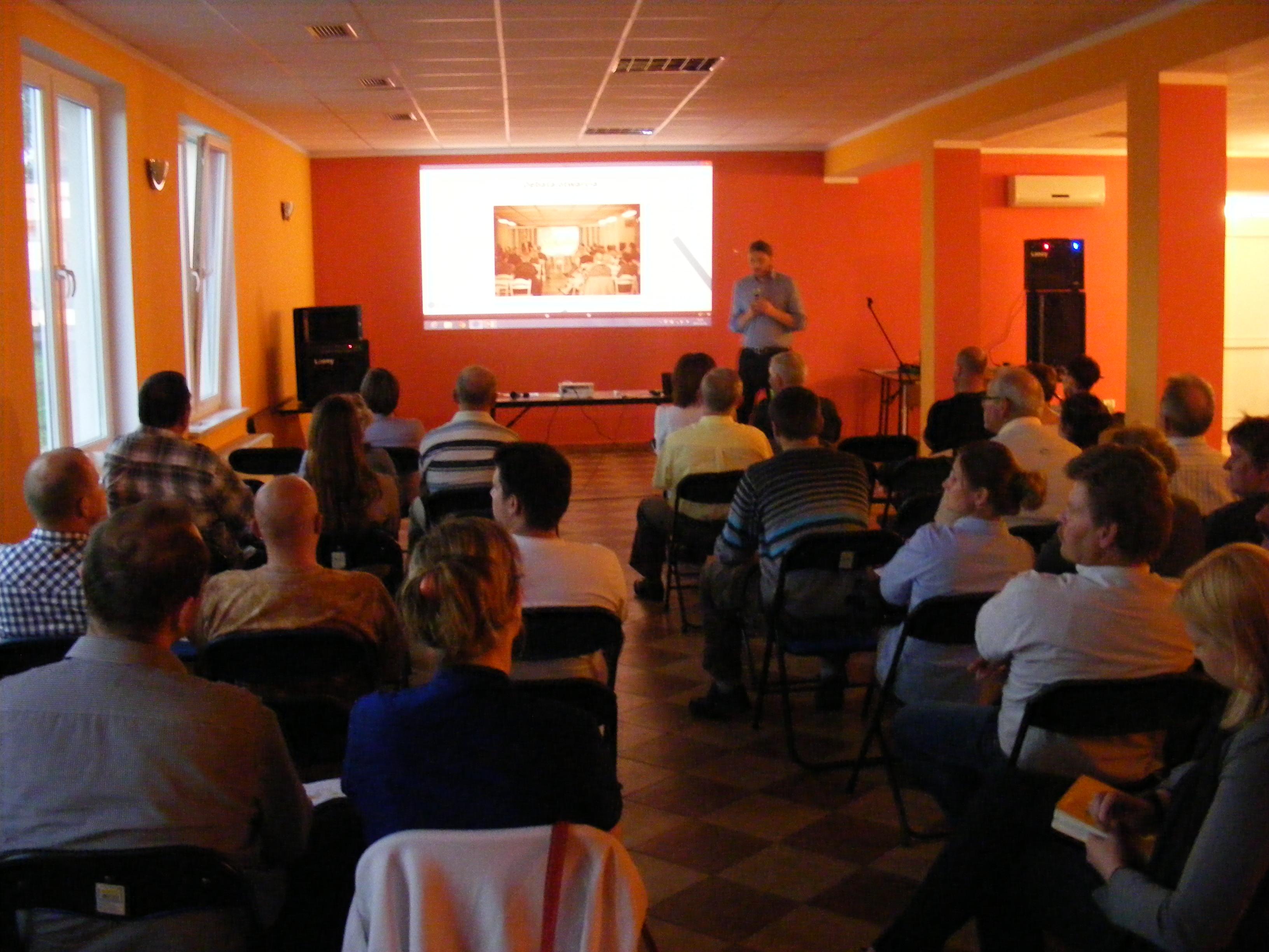 Debata otwierająca w Mikołajkach Pomorskich w dniu 9 maja 2013.